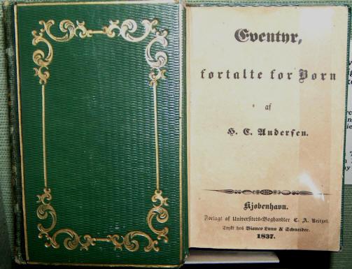 """H.C. Andersens """"Eventyr fortalte for Børn"""". Disse udkom i 6 små hefter i perioden 1835 - 1842.   Her ses originaludgaven 1-3 1835 -1837.  Hefte 1. udkom 8 maj 1835.  Foto: Lars Bjørnsten Odense"""