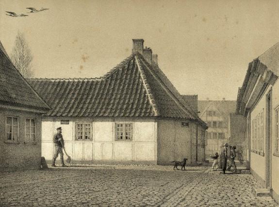 Litografi af H.C. Andersens Hus.1867. Hans Jensens Stræde. H.C. Andersens Hus. Kilde: Odense Bys Museer