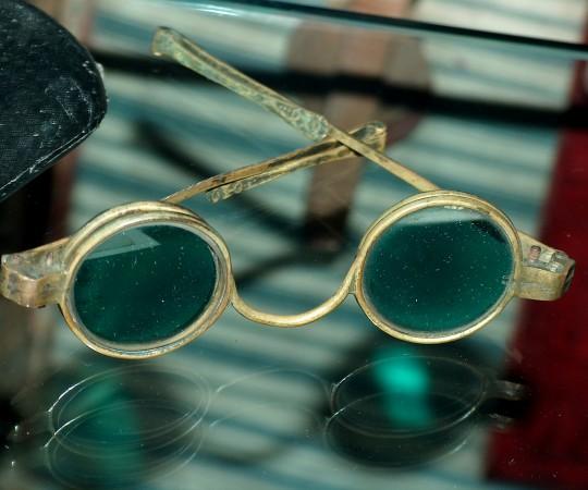 H.C. Andersens solbriller. Foto Lars Bjørnsten 2005