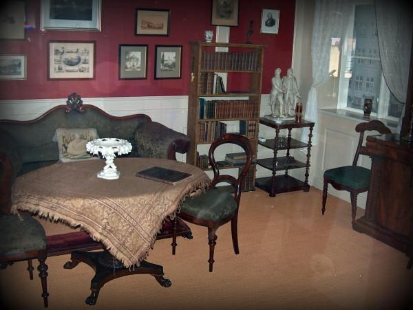Den rekonstruerede stue, som H.C. Andersen boede i Nyhavn nr. 18 i København. Foto Lars Bjørnsten Odense 200