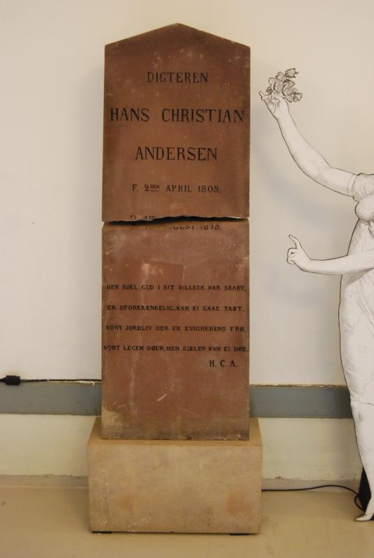 H.C. Andersens oprindelige gravsten på Assistens kirkegård. Foto Lars Bjørnsten Odense