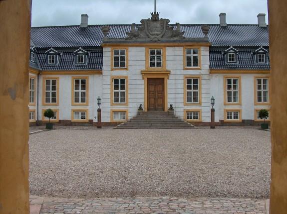 Glorup Slot indre slotsgård. Foto Lars Bjoernsten 2005