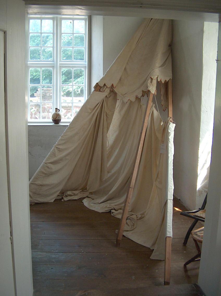 Teltet som H.C.andersen var med til at slå op ved sit første besøg ved Vesterhavet. Teltet opbevares i den stue, hvor han overnattede ved sit ophold på Nørre Wosborg . Foto : Lars Bjørnsten 21. juli 2003
