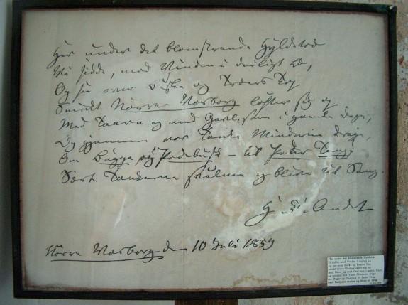 """Tavlen befinder sig i det rum """"kapellet"""" hvor H.C. Andersen boede under sit besøg på Nørre Wosborg .  Det er underskrevet """"H.C. Andersen Nørre Wosborg den 10 juli 1859"""" Papiret er ved at gå i opløsning. Foto Lars Bjørnsten Odense 2003"""
