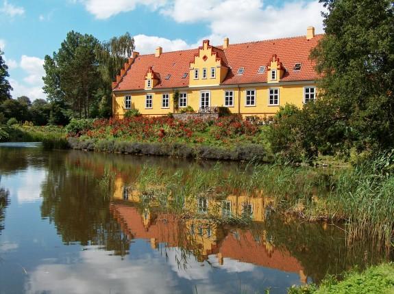 Elvedgaard ved Bogense på Fyn.Foto Lars Bjørnsten 2004