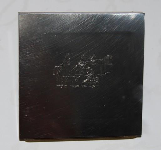 """Planmolette til frimærket, der illustrerer H.C. Andersens eventyr  """"Hvad fatter gør, det er altid det rigtige"""" , er udført af gravør Martin Mörck"""