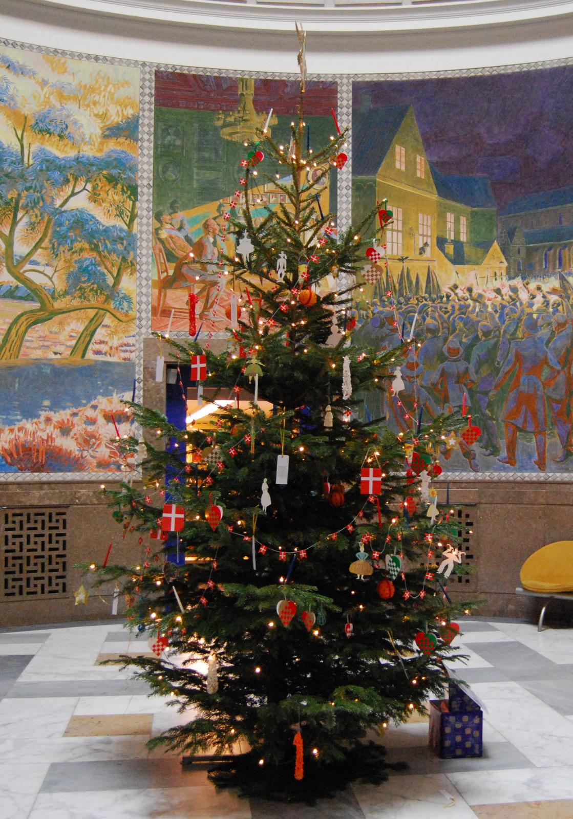 H.C. Andersens juletræ 2007 i H.C. Andersens Hus. Foto Lars Bjørnsten Odense 2007