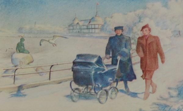 """Den kongelige familie går tur  på Langelinie ved """"Den lille Havfrue"""" i Københavns Havn."""