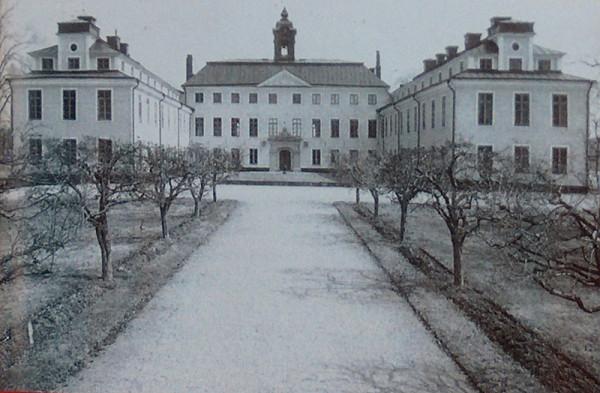 1-2-ulrikholm-slot-001