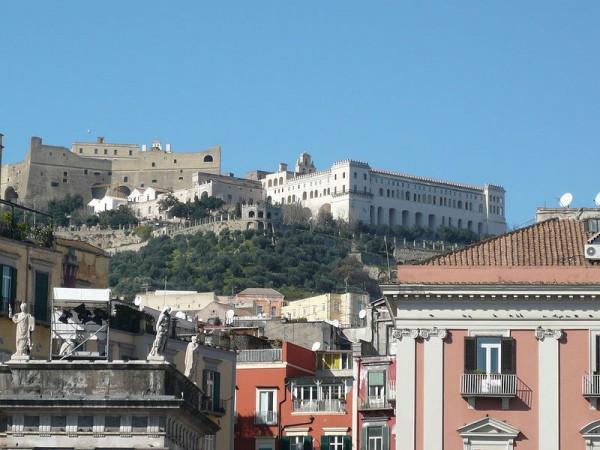 800px-Castel_Sant'_Elmo_e_Certosa_di_San_Martino_da_piazza_del_Plebiscito